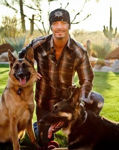 Bret Michaels and Dogs <3