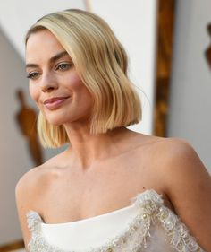 Margot Robbie Debuted the Most Enviable Bob Haircut at the Oscars | Warning: This will probably make you want to cut your hair.