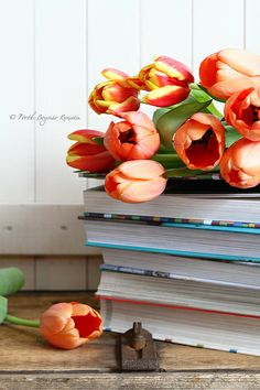 Fresh-cut tulips and a stack of good reads, sounds like springtime heaven to me! #flowers #tulips #books