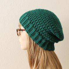 Free crochet chunky beanie pattern - using just one skein of bulky yarn, like Lion Brand Woolspun. Super easy to make.