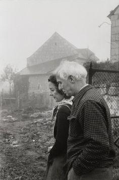 Henri CARTIER-BRESSON: Max Ernst and Dorothea Tanning, Huismes, France - 1955
