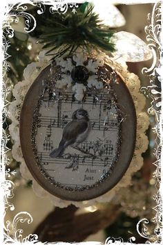"♥ I am using this as inspiration for my Christmas ""cards"" this year. Everyone is getting an ornament. Yeah!!! ♥"