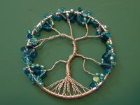 DIY Tree of Life Bead Wire Pendant Tutorial - Video: DIY Bead Dream Catcher Jewelry Pendent tutorial Wire Jewelry Making, Jewelry Making Tutorials, Wire Jewellery, Diy Jewelry, Jewelry Box, Silver Jewelry, Wire Wrapped Pendant, Wire Wrapped Jewelry, Diy Collier