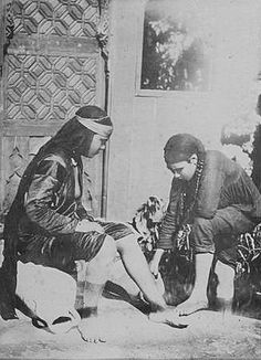 02_Egypt - Women cleaning feet 1880 | Flickr - Photo Sharing!