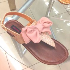 Time for spring sandals! (24 photos)