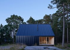 Husarö House is a recently completed Nordic cabin by Swedish studio Tham&Videgård Arkitekter. The location is the outer Stockholm archipelago Stockholm Archipelago, Modern Barn House, Forest House, Island Design, Beautiful Homes, Architecture Design, Contemporary Architecture, House Styles, Stockholm Sweden