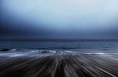 Olas Rompiendo en la Arena en maravillosas fotos de paisajes marinos.