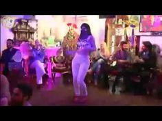 Adnan Oktar'ın peçeli kediciği dans ediyor