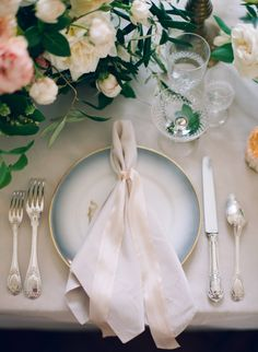 A pretty way to set the table // Pinned by Dauphine Magazine, curated by Castlefield (wedding invitation, branding, pattern designs: www.castlefield.co). International Couture Fashion/Luxury Wedding Crossover Magazine - Issue 2 now on newsstands! www.dauphinemagazine.com. Instagram: @ dauphinemagazine / @ castlefieldco. Dauphine and Castlefield only claim credit for own images.