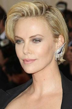 Short hair styles Charlize-Theron's-Short-Thick-Hairdo Female Celebrity Short Haircuts 2015 Why You Short Haircuts 2014, Celebrity Short Haircuts, Cool Short Hairstyles, Layered Hairstyle, Hairstyles Haircuts, Layered Haircuts, Medium Hairstyles, Short Blonde Pixie, Short Hair Cuts