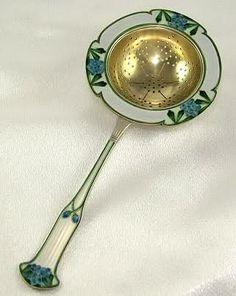 Gustav Gaudernack design for David Andersen. Tea strainer in gilt silver and enamel with flower decoration. 1900-1902