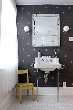 what a fun way to spice up a small bathroom