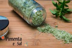 Sal de ervas como fazer. Como preparar o sal de ervas para temperar seus pratos e reduzir o consumo de sódio. Sal de Ervas, facil e saboroso.