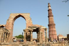 Qutub Minar - Qutub Minar and complex is one of the UNESCO world heritage sites in Delhi. This historical architecture attracts photographer's heart. Temple Architecture, Historical Architecture, Iron Pillar Of Delhi, Country Inn And Suites, Destinations, Travel Route, Historical Monuments, India Tour, By Train