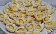 SUROVINY Budeme potřebovat (cca 60 ks): 250 ghladká mouka 250 gmáslo 250 gtvaroh 1 bal.vanilkový cuk Macaroni And Cheese, Cheesecake, Food And Drink, Cookies, Baking, Ethnic Recipes, Sweet, Desserts, Powdered Sugar