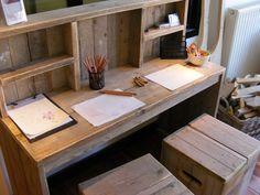Bureau tafel van oud gebruikt steigerhout met opzet kast.