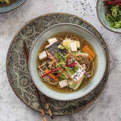 Aziatische noedelsoep met gegrilde zalm ingredienten - Food and Friends