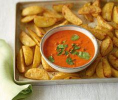 Mojo rosso zu Kartoffelspalten: Perfekt zum Dippen - die Kartoffelspalten bekommen durch die feurige Mojo rosso richtig Pepp.