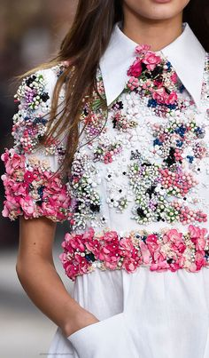 Paris Spring 2015 - Chanel (Details) http://www.stylebistro.com/runway/Paris+Fashion+Week+Spring+2015/Chanel/Details/ovAP7h-dUoZ