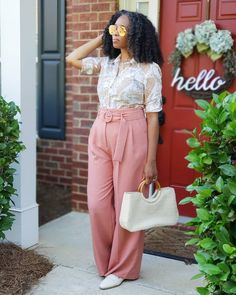 How to style wide leg pants | For more style inspiration visit 40plusstyle.com