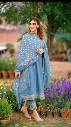 Party Wear Indian Dresses, Designer Party Wear Dresses, Kurti Designs Party Wear, Dress Indian Style, Indian Fashion Dresses, Asian Fashion, Bridal Dresses, Women's Fashion, Fashion Design