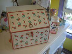 "https://flic.kr/p/jXZsU | Vintage Breadbox | Thrift find!  Vintage Breadbox with strawberry design.  Mr. Bon Appetit  man makes a cameo.    <a href=""http://www.elizabethstar.blogspot.com"" rel=""nofollow"">www.elizabethstar.blogspot.com</a>"