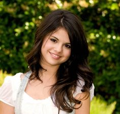 Selena Gomez. Perfect hair color!