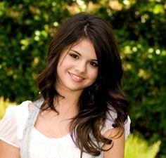 Selena Gomez. Perfect hair color!