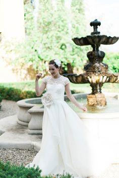 Elegant wedding inspiration at Il Borro in Tuscany Italy. Photography by Kate Nielen. Bride wears Camellia headdress by VictoriaFergussonAccessories #weddingdress #madeinengland