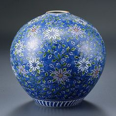 (Japan) Ceramic vase(染錦鉄線花 花瓶). 住まいのやきもの » ギャラリー, by 源右衛門窯