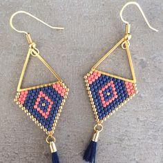 Boucles d'oreilles bleu, corail et doré : Boucles d'oreille par lou-et-nell