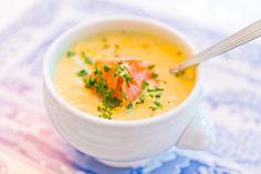 I går blev det soppa till middag! Älsk på soppa! Detta blev så fräscht och gott och kommer bli en favoritsoppa här hemma! Wilmas fröknäcke med bregott och ost på var gott till. Krämig kål- och purjolökssoppa med kallrökt lax  Print Författare: åse falkman fredrikson Portioner: 8 Ingredienser 1 kg vitkål 1 stor purjolök […]