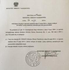 """Macierewicz 24 maja informuje, że traci moc wydana przez niego cztery dni wcześnie decyzja ws. ustalenia dnia 27 maja 2016 r. dniem wolnym od służby i pracy żołnierzy zawodowych oraz pracowników MON http://sowa-magazyn.blogspot.de/2016/05/na-hipokryte-fraszka-z-of-moralia-aj.html Rzecznik MON Bartłomiej Misiewicz dodał, że decyzja z 20 maja została uchylona jeszcze tego samego dnia - jak stwierdził, została ona przekreślona """"pięć minut po podpisaniu"""""""