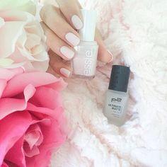 Ich liebe Matte Nägel, daher wurde diesmal der schöne Essielack Fiji mit dem Ultimate Matte Überlack von P2 kombiniert  Was mögt ihr lieber? Matt oder Glänzend? ☺️#beauty #beautyblogger #cosmetics #nailpolish #essie #fiji #ultimatematte #mattlack #nagellack #p2 #nagellackliebe