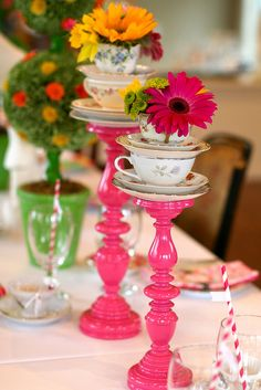 Alice in Wonderland themed tea party! LOVE the decor!