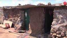 Sebanyak 250 Keluarga Suriah Melarikan Diri dari Segitiga Kematian di Quneitra  SALAM-ONLINE: Lebih dari 250 keluarga telah melarikan diri dari segitiga kematian di wilayah barat Suriah Quneitra. Mereka hidup dalam segala kekurangan tidak memiliki kebutuhan hidup seperti bahan makanan dan minuman serta keperluan lainnya.  Warga seperti dilansir Zaman al Wasl Jumat (30/9) berlarian dari desa-desa yang dinamakan segitiga kematian di daerah antara Quneitra Sweida dan Araa. Mereka yang berlari…
