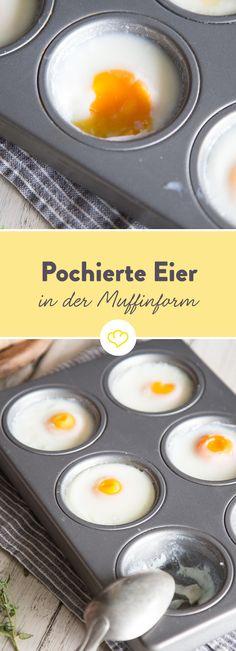 Hol deine Muffinform und mach pochierte Eier! Einfach mit etwas Wasser in die Form schlagen, eine Viertelstunde im Ofen backen und fertig sind sie!