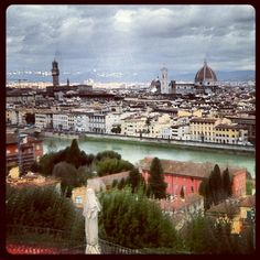 View of Florence old city across the river from Piazzale Michaelangelo #travel #italy #florence #michaelangelo #skyline #cityscape #tuscany #panorama