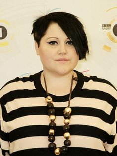 Beth Ditto et son pixie cut - Coupe pixie : les people l'ont adoptée Jennifer Lawrence, Fat Face Haircuts, Beth Ditto, About Hair, Girls Be Like, Pixie Cut, Plus Size Fashion, People, Hair Cuts