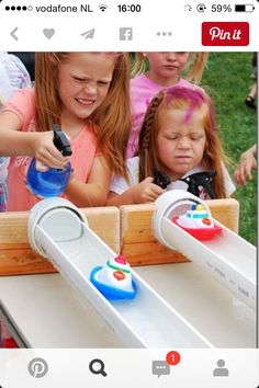 Over 30 great summer outdoor games for kids Over 30 easy DIY outdoor summer games to play with the kids! Water balloon games and more! Outdoor Games To Play, Backyard Games, Backyard Kids, Outdoor Activities, Indoor Games, Outdoor Toys, Physical Activities, Diy Carnival Games, Carnival Ideas