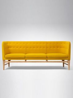&Tradition Sofa by Arne Jacobsen. Inspired by international modernism, the Mayor sofa design was commissioned for the Søllerød City Hall, built from as part of main architect Arne Jacobsen's was responsible for the tow Arne Jacobsen, Sofa Furniture, Living Room Furniture, Furniture Design, Sofa Design, Interior Design, Yellow Sofa Inspiration, Color Inspiration, Lounge Sofa