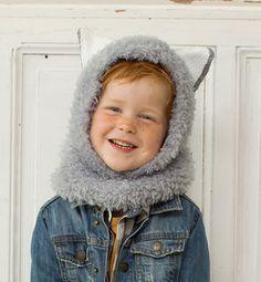 c084dd4bfa41 On craque pour ce modèle chaleureux de cagoule avec ses oreilles de loup  qui ravira les petits loustics. Tricoté en   Phil-Nounours  , coloris Gris  et en   ...