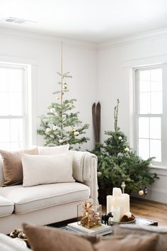 A Simple Farmhouse Christmas (boxwood avenue) – Simple Farmhouse Decor