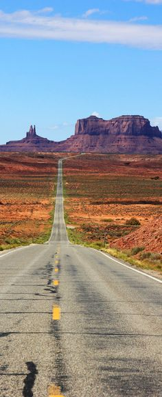 Famous Highway into Monument Valley, Utah, USA. Why Road Trips are good for your family #travel #dan330