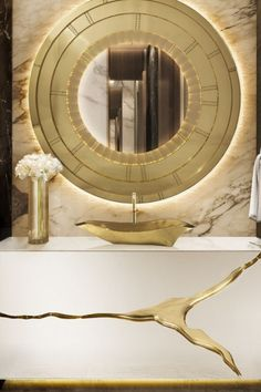 The Vessel Sink enhances its gold and rich interiors with a gold-painted tear that contrasts with the mirrored effect of the stainless steel. This statement bathtub looks particularly standing next to the Blaze Mirror, items that stand out in any bathroom project!
