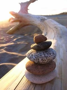 love making sculptures with pebbles on the beach Beach Bum, Ocean Beach, Lunch Snacks, Stone Art, Belle Photo, Beautiful Beaches, Driftwood, Summer Time, Sea Shells