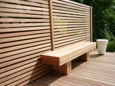 Maybe skip a real back to bench: Iroko screen, deck & bench but in an L for the corner? Screened In Deck, Jacuzzi Outdoor, Building A Deck, Building Ideas, Inside Outside, Backyard Fences, Pool Decks, Outdoor Decor, Project 3