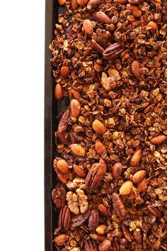 EASY Gingerbread Granola! Crispy, perfectly sweet and spiced + perfect for holiday gifts #vegan #glutenfree