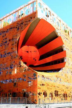 Le Cube #Orange, Jakob et Macfarlane Architects, une #architecture moderne dans le nouveau quartier de la #Confluence à #Lyon #numelyo #couleur #color #urbanisme