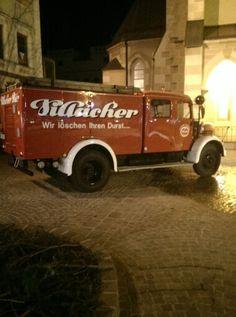 a löschzug von villacher #bier... Austria, Antique Cars, Vintage Cars